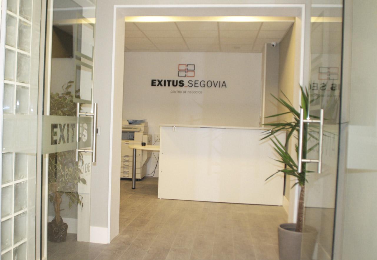 Entrada al centro de negocios Exitus Segovia, localización de escuela habla. http://exitussegovia.com/