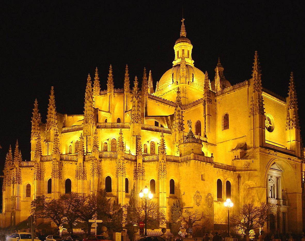 Catedral de Segovia, by Óscar Ibáñez Fernández (Own work) [GFDL (http://www.gnu.org/copyleft/fdl.html) or CC-BY-SA-3.0 (http://creativecommons.org/licenses/by-sa/3.0/)], via Wikimedia Commons. https://commons.wikimedia.org/wiki/File:Catedral_de_Segovia.jpg