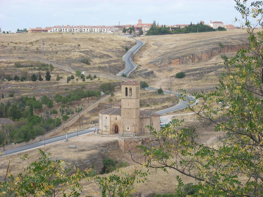 Iglesia de la Vera Cruz, Segovia, by Marco Chiesa [CC BY 2.0 (http://creativecommons.org/licenses/by/2.0)], via Wikimedia Commons. https://commons.wikimedia.org/wiki/File:Iglesia_de_la_Vera_Cruz,_Segovia.jpg